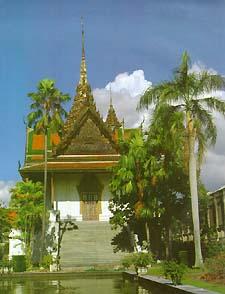 Phra-Thinang Siwalai Maha Prasat