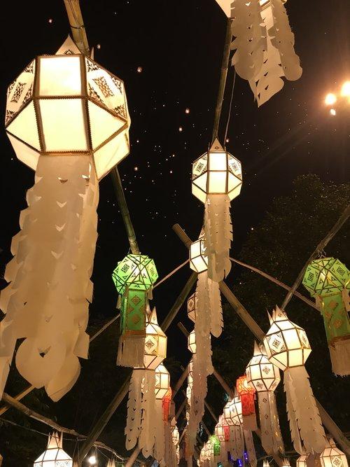 Kome Thuea Lanterns